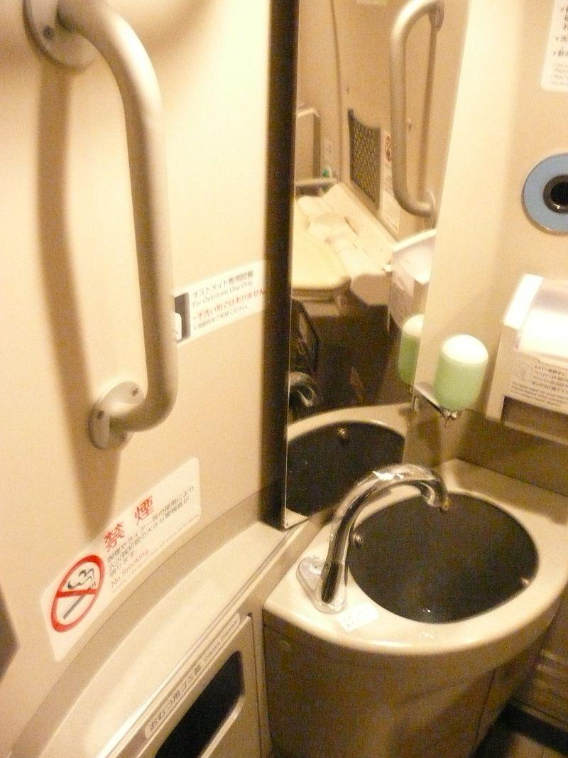 21年12月20日オストメイト対応トイレ 015