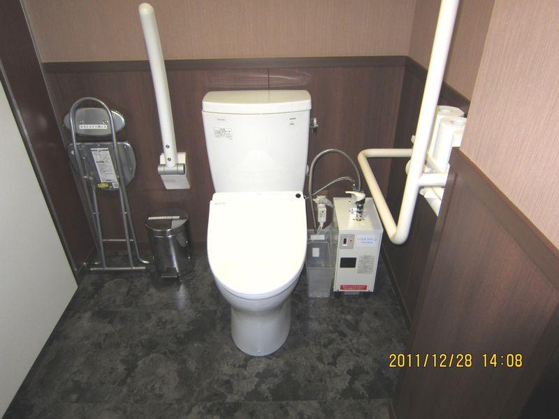 平成23年12月八幡宮トイレ
