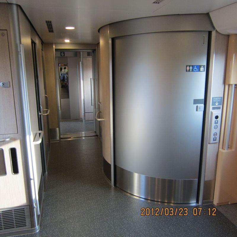 平成24年3月25日E5系新幹線オストイレ 012